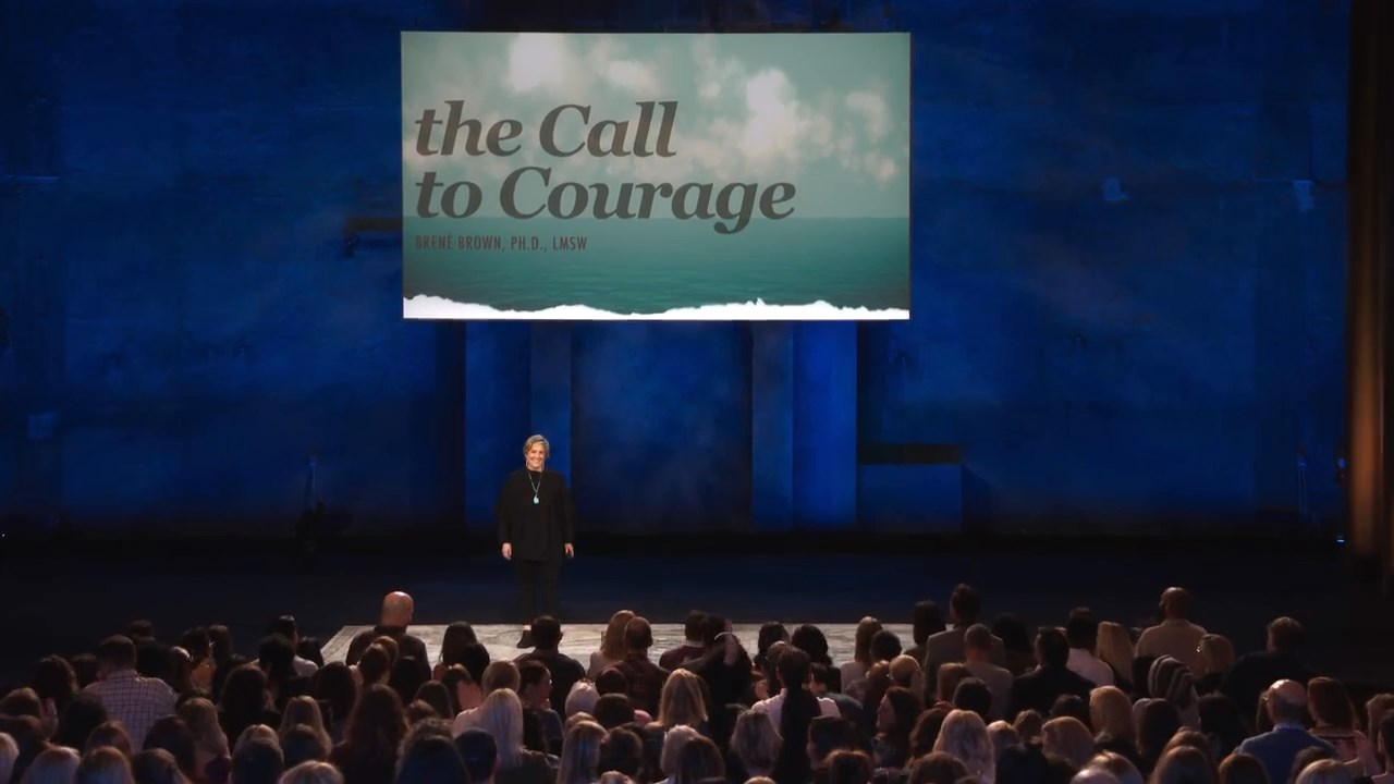 تقرير السيدة بي,Brené Brown: The Call to Courage,Brené Brown: The Call to Courage 2019,Brené Brown,السيدة بي,Brené Brown: The Call to Courage Netflix,Brené Brown: The Call to Courage مترجم,ستاند اب كوميدي,ستانداب كوميدي,ستاند اب,كوميدي